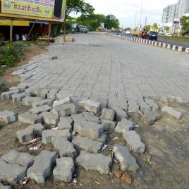 Le trottoir se construit par tronçons