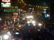 La nuit le trafic ralentit à peine, mais les vitesses s'accélèrent...