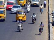 La voie rapide se remonte à contresens, à pieds, en deux roues et même en voiture!