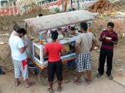 Pause-café. certaines de ces charrettes ont été financées par le Rotary.