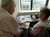 Marc et Béatrice dans le bureau de Gideon