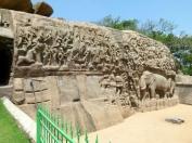 Ce bas-relief de 25m de long et 12m de haut a été ciselé sur un seul grand roc en forme de baleine.