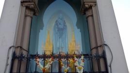 Vierge de l'oratoire et reflet des tours de la basilique