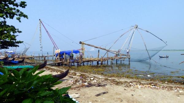 Filet de pêche chinois utilisés ici depuis 1350
