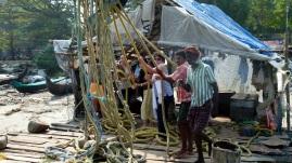 Pour quelques roupies, les touristes jouent au pêcheur, mais le travail à longueur de nuit ets une autre paire de manche.